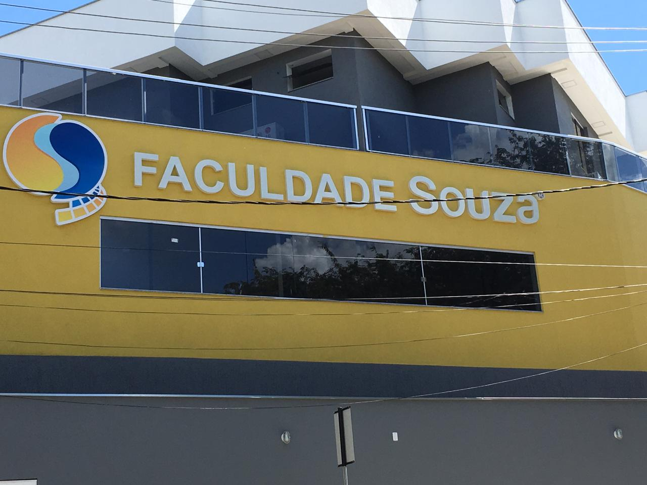 Foto04 - Sede do Instituto Souza e Faculdade Souza Ipatinga - MG